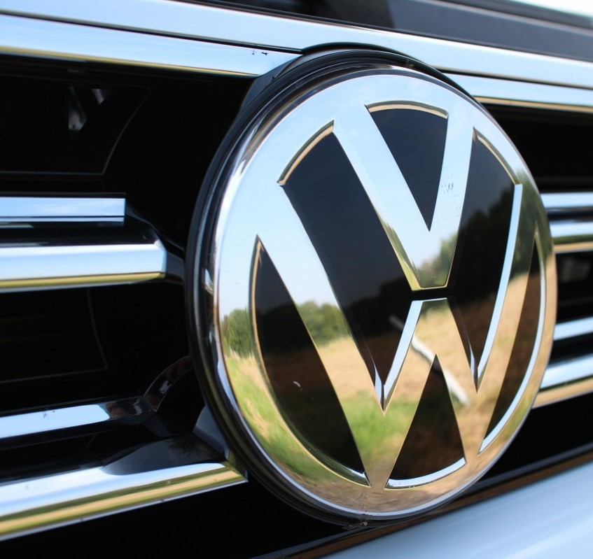 Volkswagen ends self-driving deal with Aurora