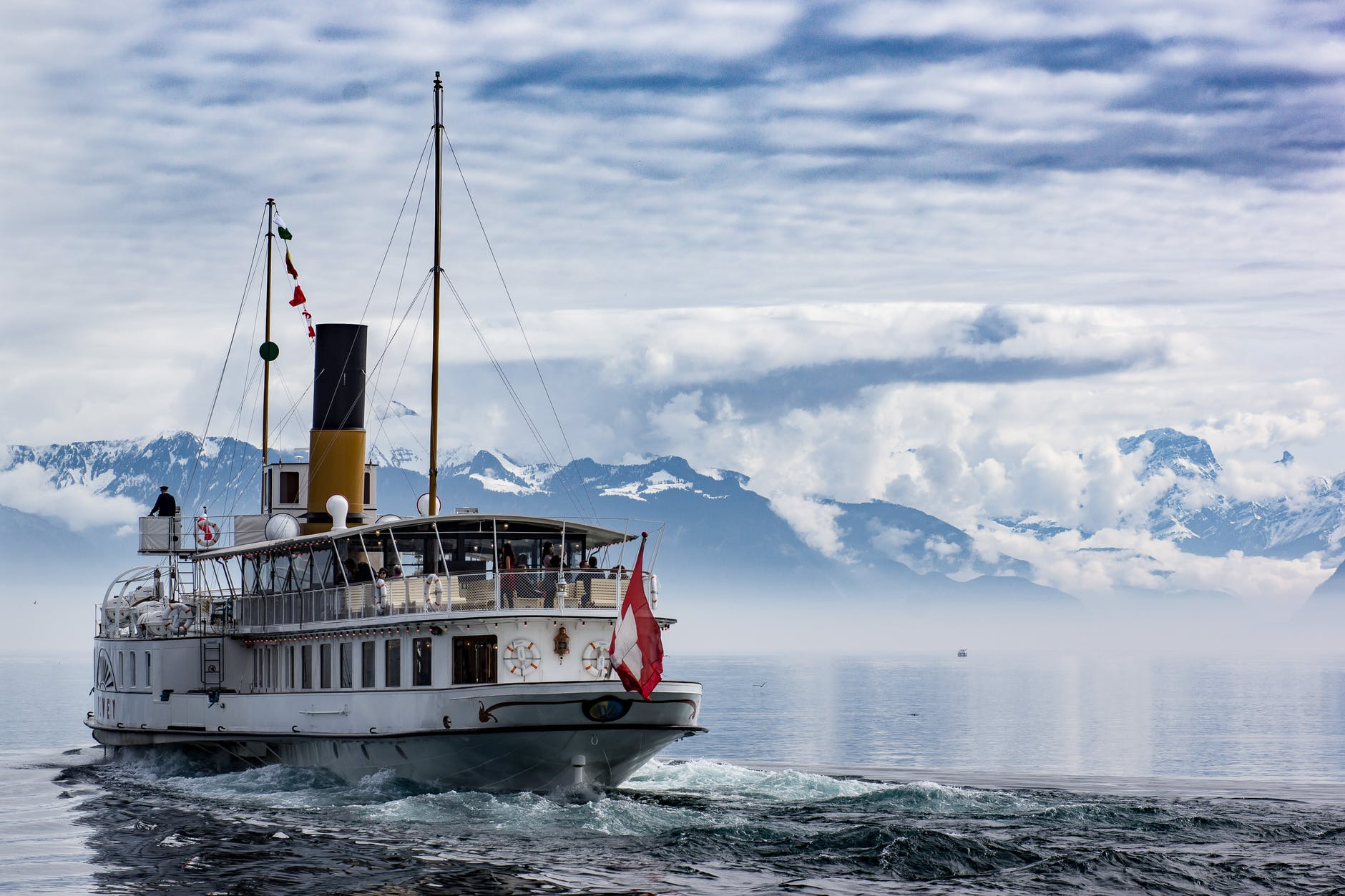 Ship stores own CO2 emissions while sailing